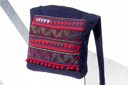Birthday gift Mother's Day gift Valentine's Day gift handmade limited edition of a natural cotton storage bag / ethnic wind oblique bag / plant dyeing indigo shoulder bag / side backpack - blue stained forest cloth hand embroidery cotton plant dye