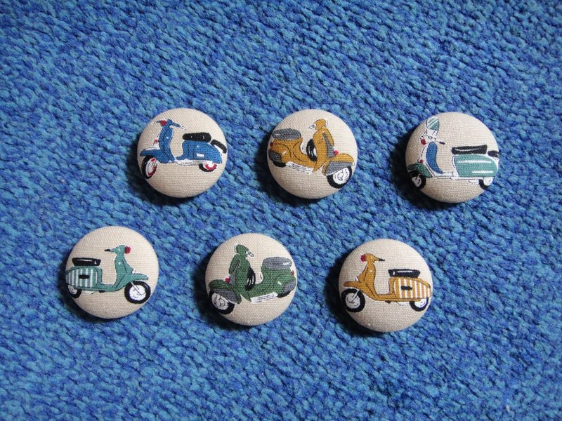 Vespa Vespa Button Badge C58DVX59