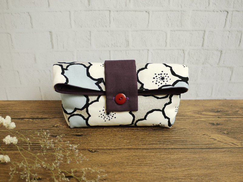Make-up girl's cosmetic bag::: Big flower series. White