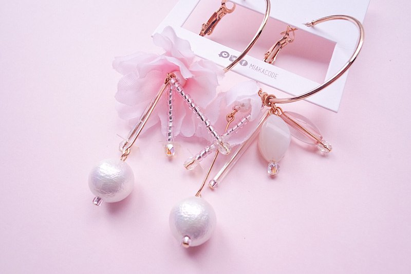 Limited cherry blossom long cotton and cotton beads Japanese earrings / ear clips