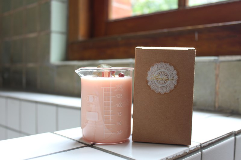Spring and summer series - beakers l dry flower soy candles. Pink healing
