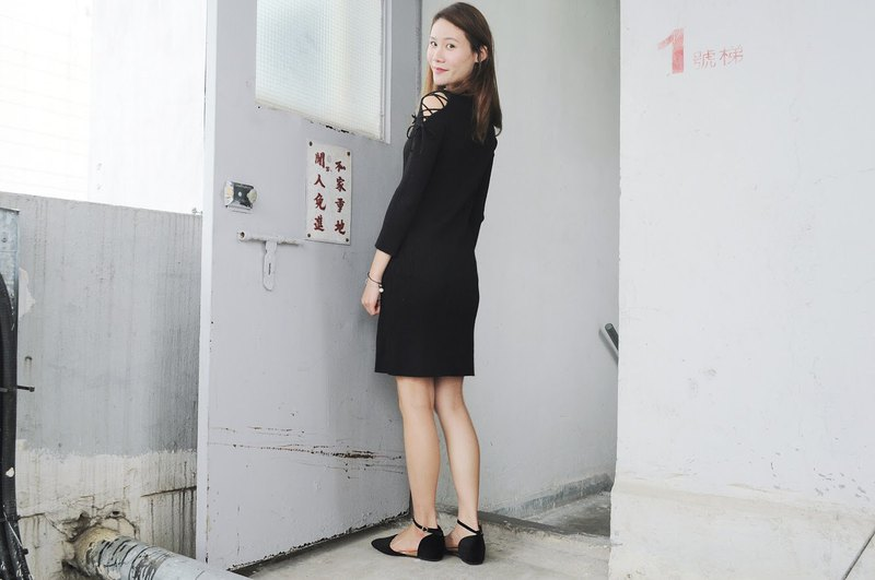 TAKE - Black cold shoulder bow decorated knit dress