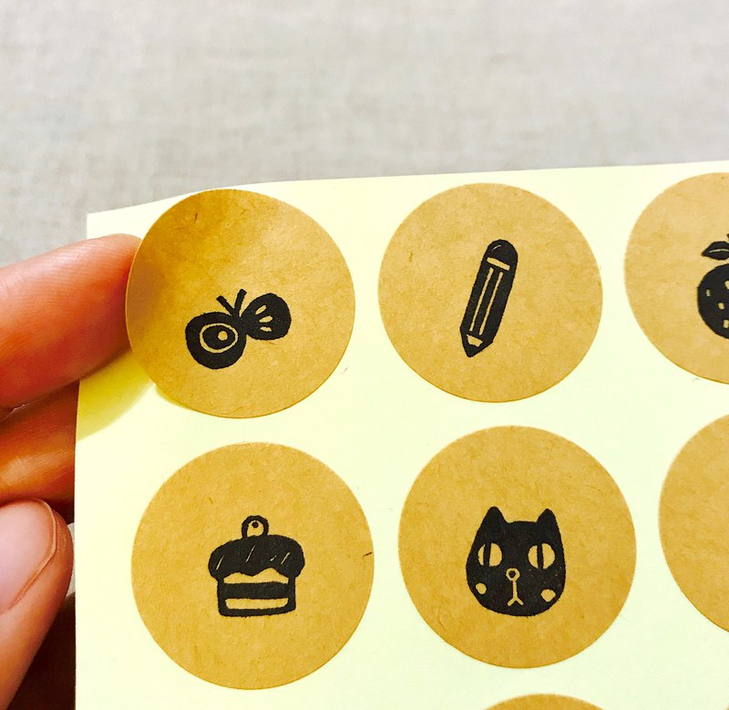 *Miss L*cute leather round stickers (do not pick the pattern style)