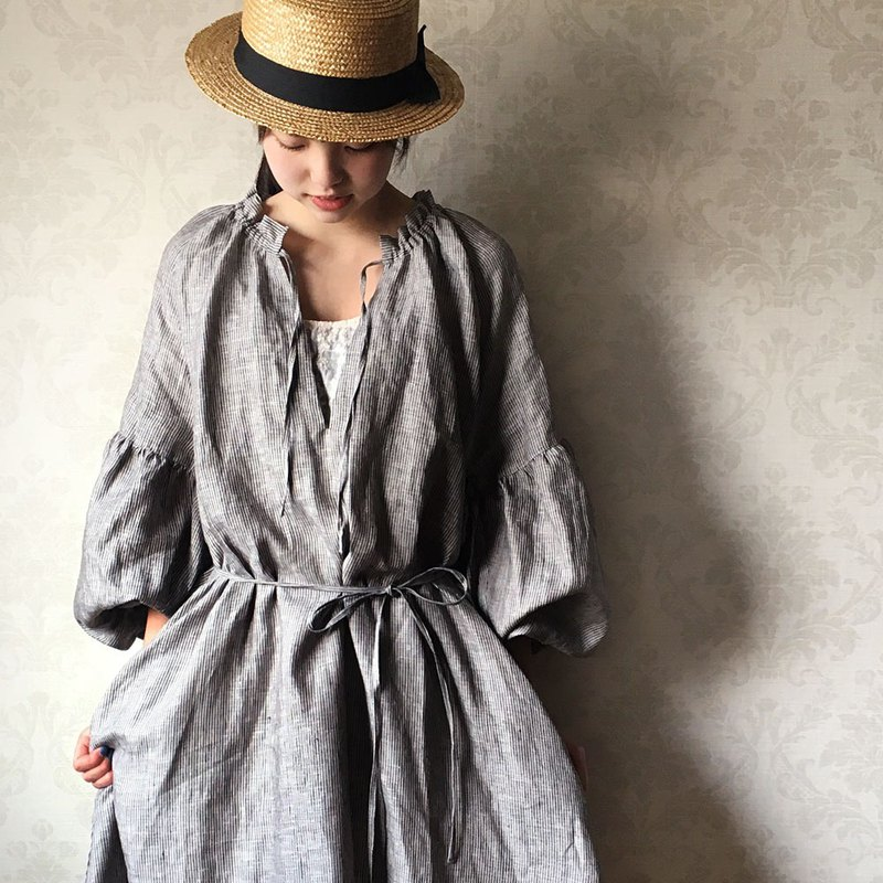 [1 week limited sale] Stripe linen 100percent navy frill dress dress / balloon sleeve rm-46