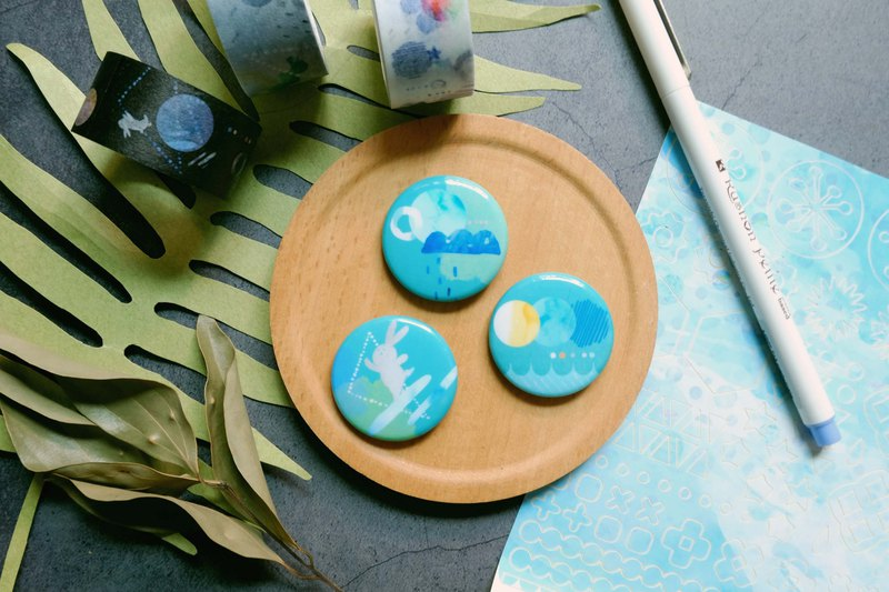 badge brooch pins / universe lake blue