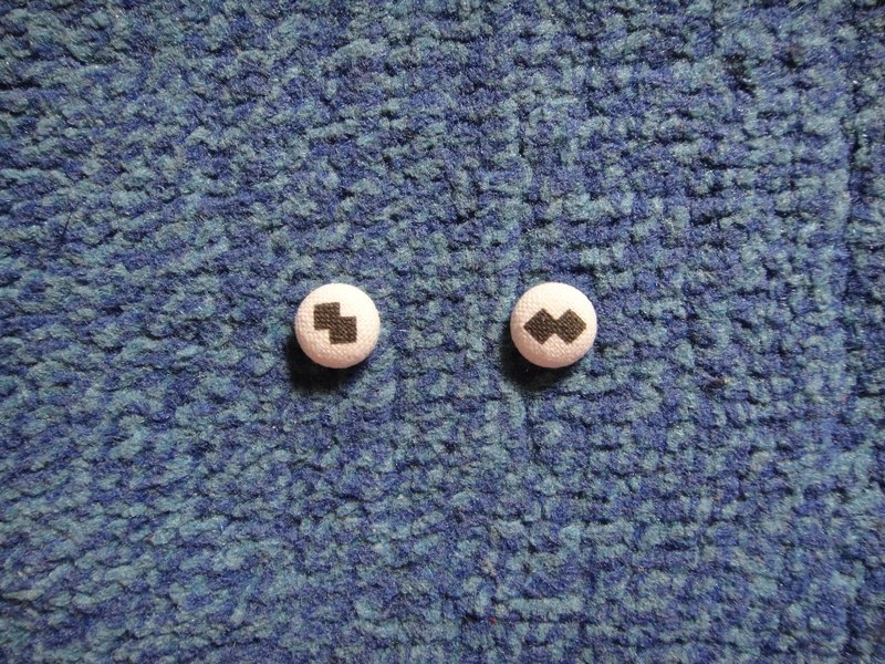 (C) _ Tetris cloth button earrings C20BT / UY50