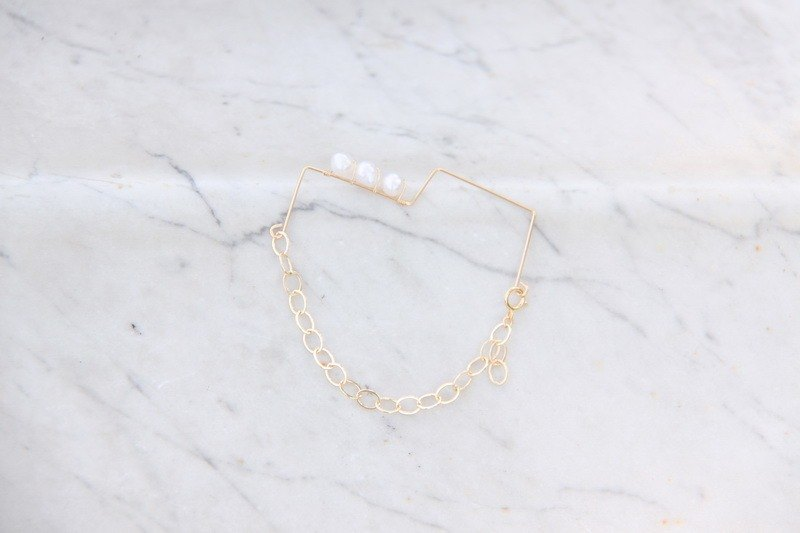 Natural Pearl New Geometry 14K Gold Bracelet