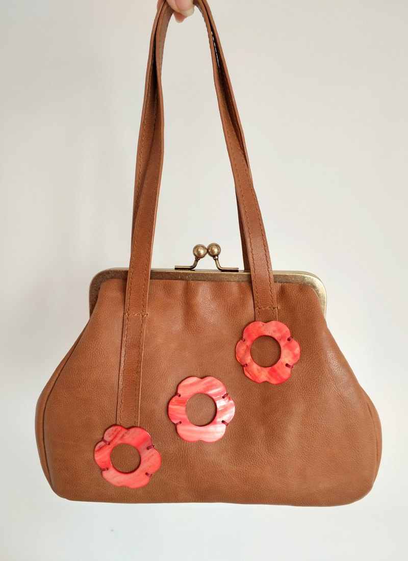 [Fruit Coffee Toffee] Original Handmade Leather Natural Shell Flower Gold Handbag