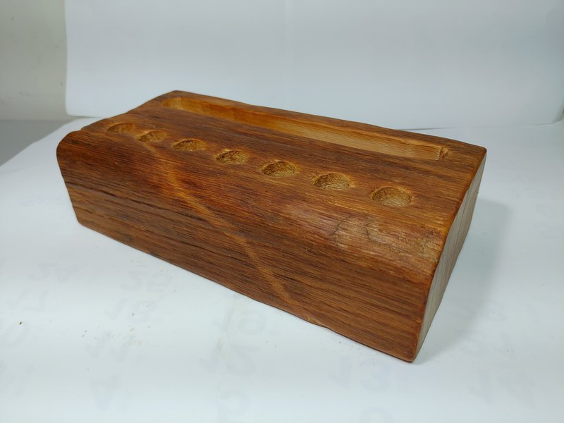 Taiwan old material weathered red oak mobile phone placement seat card holder pen holder B