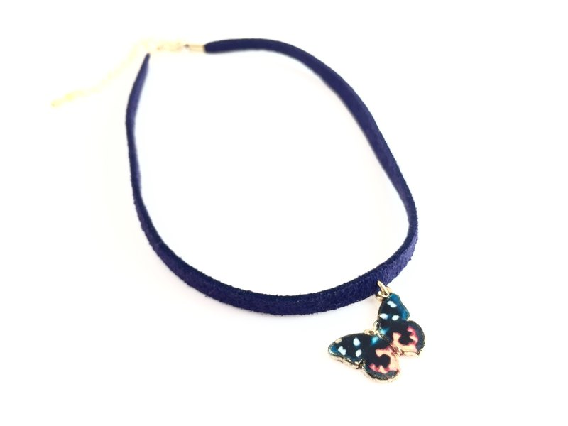 """Classical Butterfly Necklace - mysterious blue-violet paragraph"""