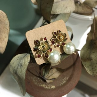 Carmine flower antique earrings / ear pin / ear clip