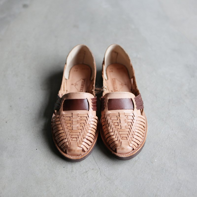 A ROOM MODEL - Select, CHAMULA - Brasilia Natural x Brown woven leather shoes / colors