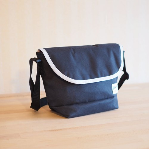 SIDEBAG Black