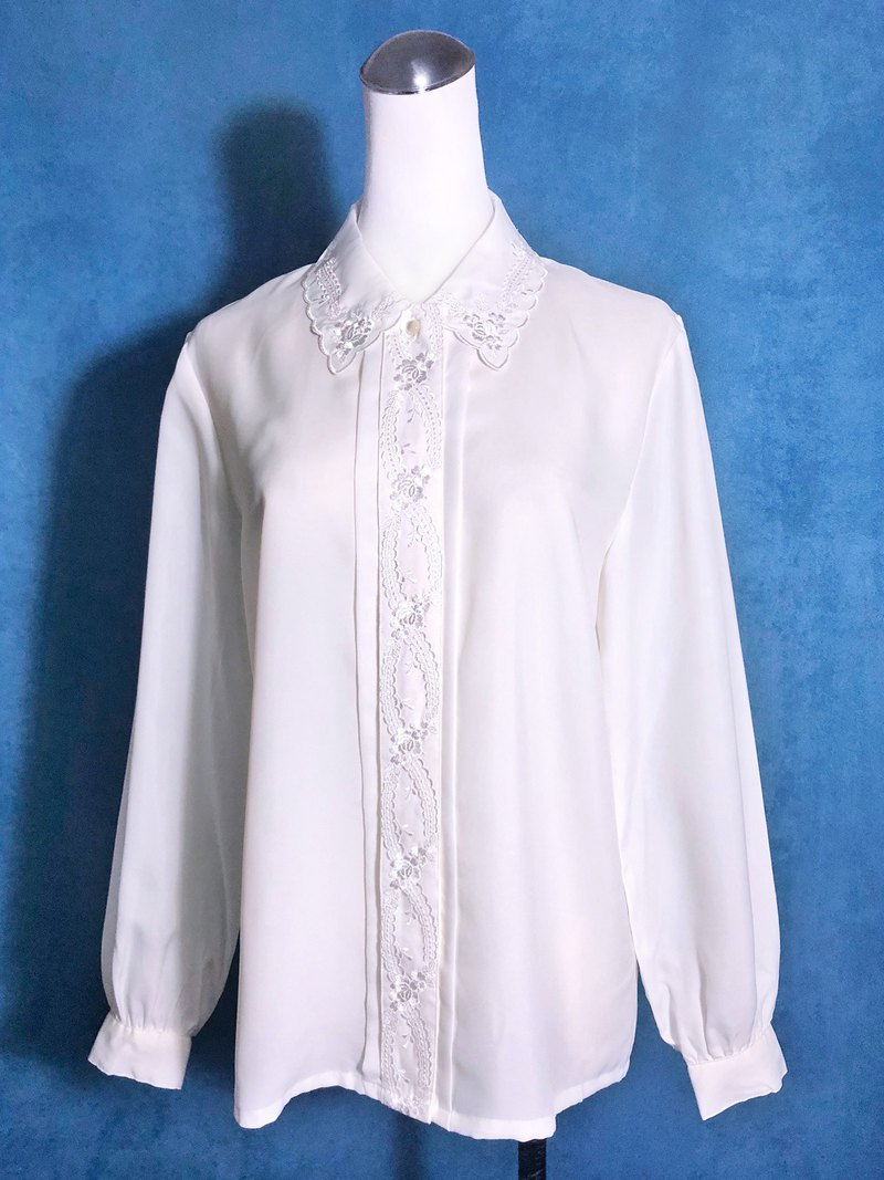 Flower-shaped embroidered collar long-sleeved vintage shirt / brought back to VINTAGE abroad