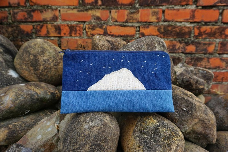 Moon on one side of the mountain - Universal zipper bag