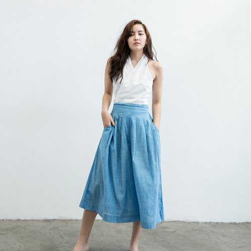 Short version of pleated wide pants - blue and white stripes