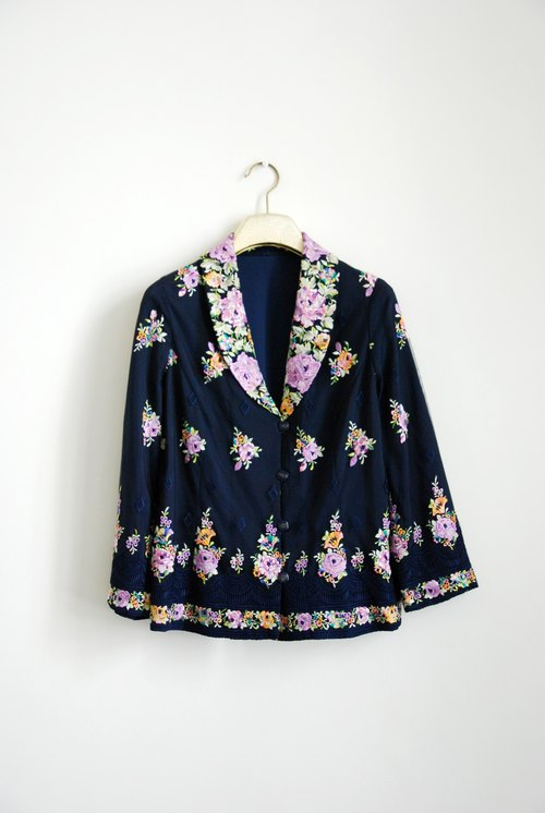 Ancient flowers embroidered small jacket
