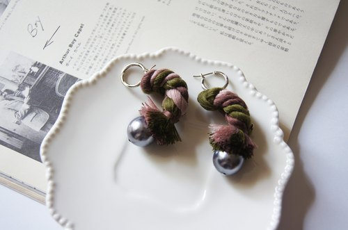 Mint neiff I Cicadas - Hand-woven fringed round pearl earrings Pierced / clip-on