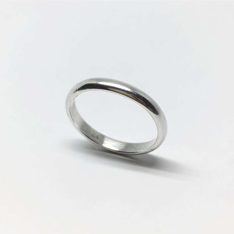 Semi-circular plain ring (999 sterling silver) classic style can be used as a wedding ring