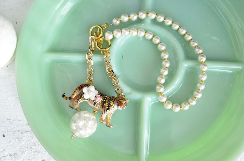 TIMBEE LO Tiger Embellished Flower Crystal Decoration Large Pearl Charm Plated 18K Real Gold Necklace