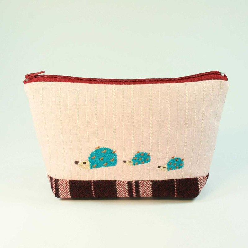 Embroidered cosmetic bag 02--Hedgehog