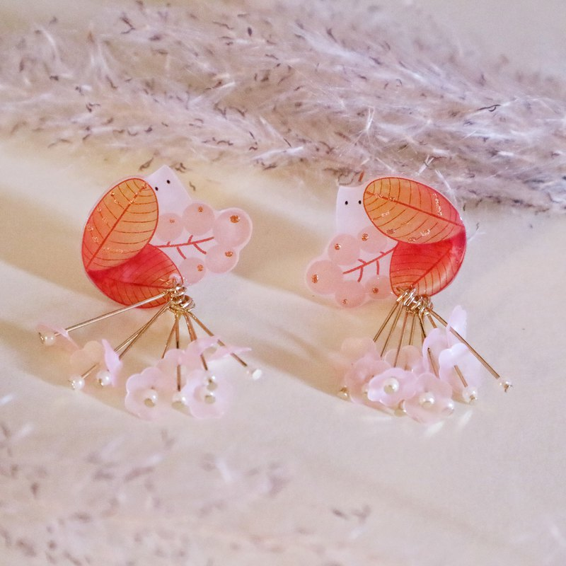 Exclusive pair of small wild fruit earrings