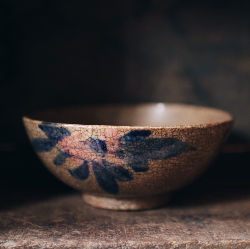 Early hand-painted glaze cracking bowl