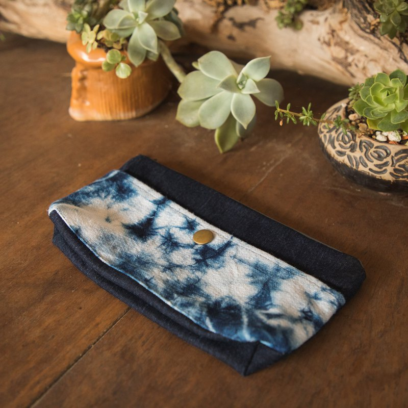 Stranded crystal. Pencil case / cosmetic bag / cell phone pocket. Natural blue dye