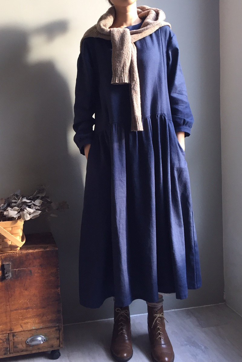 Longing for the distance / college style dark blue twill cotton and linen long-sleeved dress (back button)