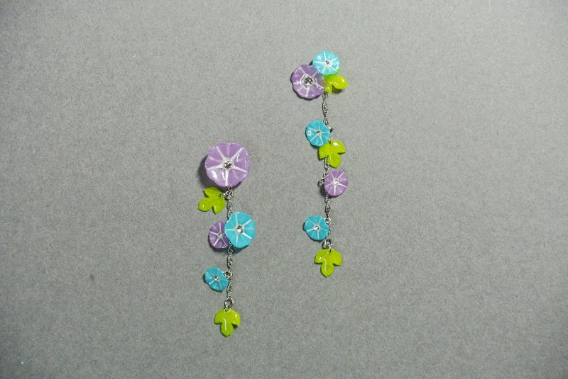 Two-color morning glory earrings