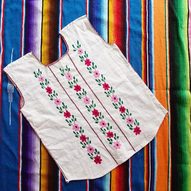BajuTua/Ancient / Red Pink Flower Mexican Handmade Embroidered Top (Special Offer)