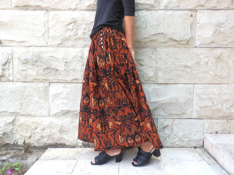 Bird pattern batik. Pleated skirt