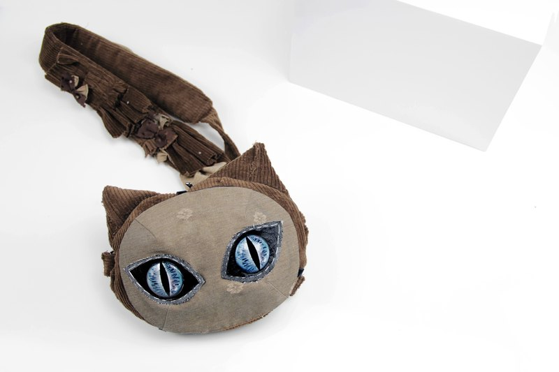 QiaoyiMeow Crossbody mask cat Bag Brown