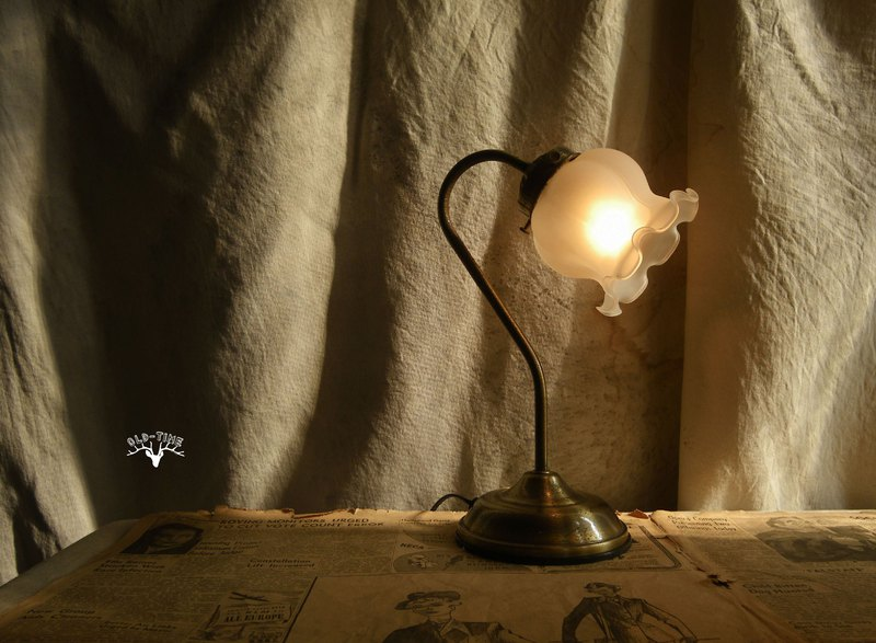 [Old Time OLD-TIME] Early Taiwanese glass flower table lamp