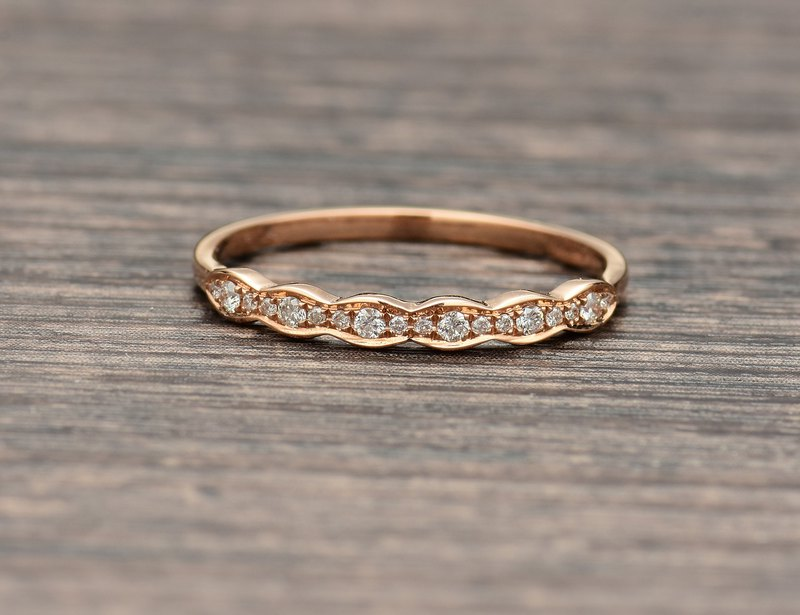Scalloped diamond ring in 18k Rose Gold, Diamond Wedding Ring