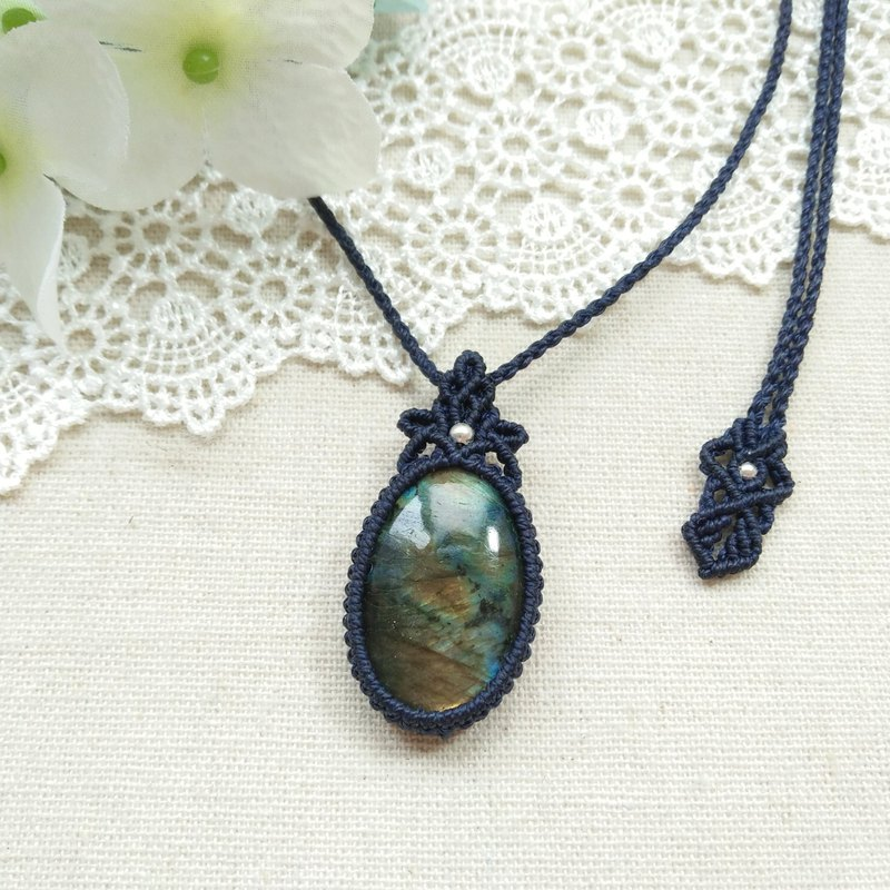 BUHO hand made. Lakeside shadow. Labradorite X South American Brazilian Wax Necklace