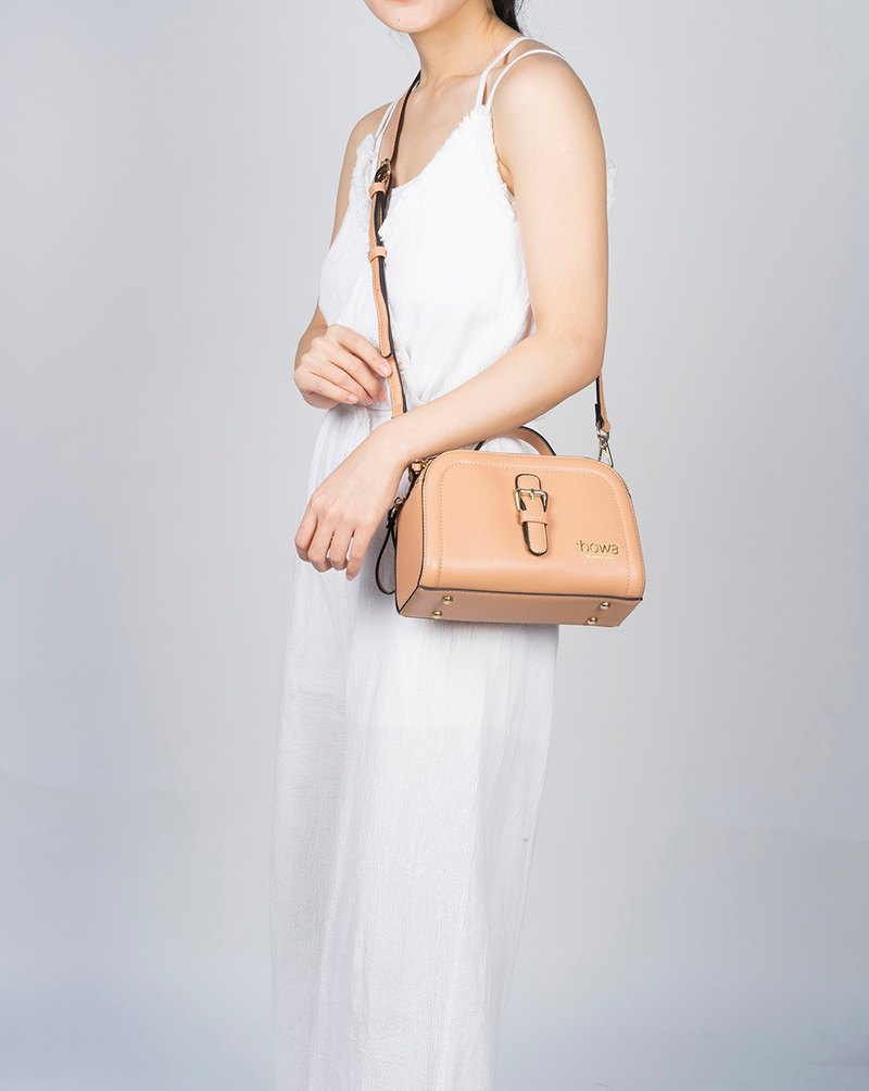 Classic Hazelnut Leather Classic Bag Lightweight and stylish styling lightweight dating