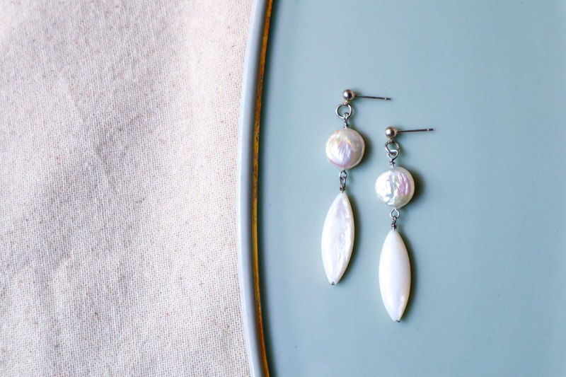 Classic beautiful coin shape freshwater Pearl dangling earrings/ clip on