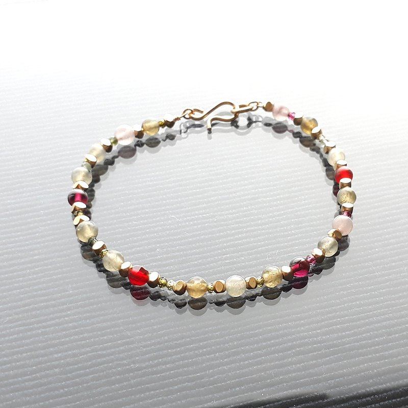 Semi-precious stone and brass metal mix bracelet (green-red)