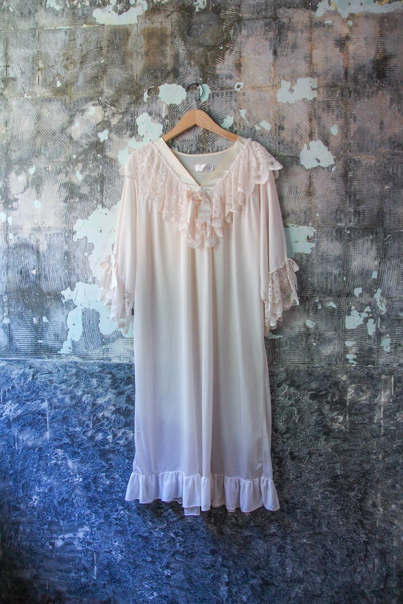 袅袅 department store -Vintage light pink silk soft lace pajamas retro