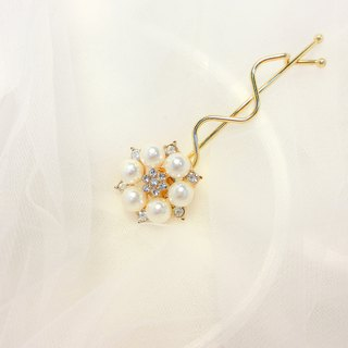 Wearing a happy coral sea series - classic elegant water clip