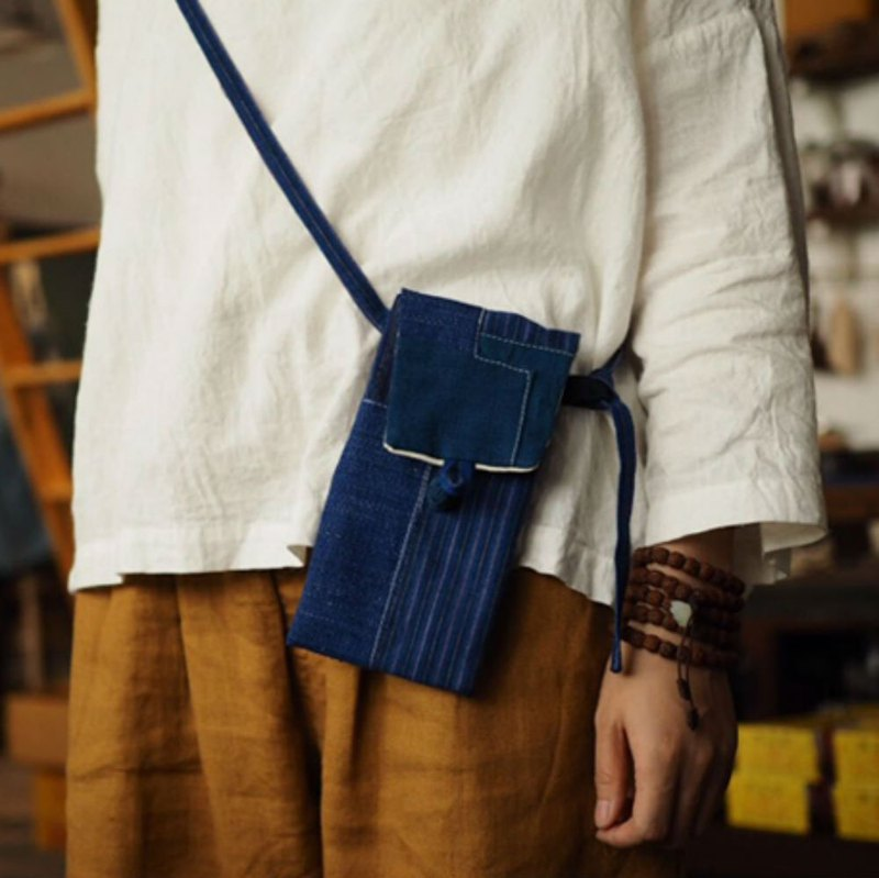 Blue dyed patchwork Indigo hand-woven cloth Mini diagonal backpack Tubu old cloth Messenger bag shoulder bag purse