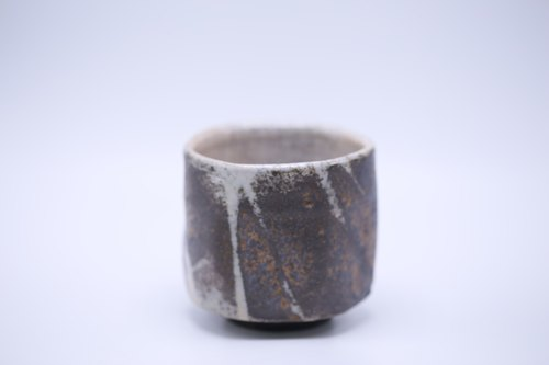 Knife-cut bronze grass cups