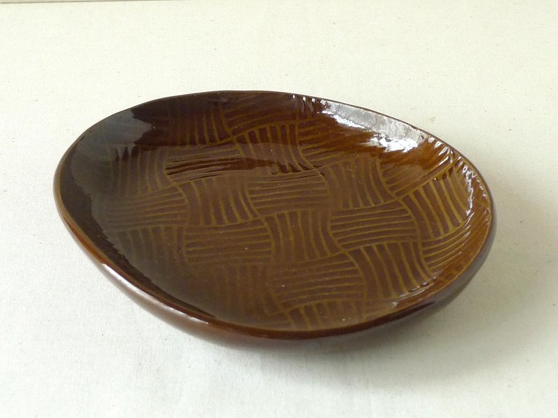Tamago type plate (brown)