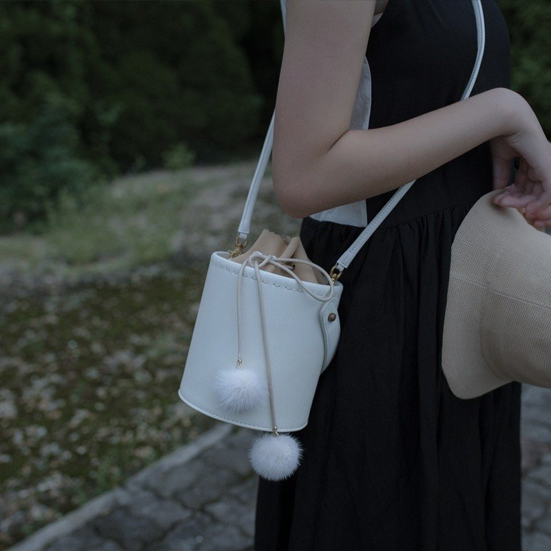 White cowhide round bucket bag shoulder bag crossbody bag female leather bag with shoulder hair ball