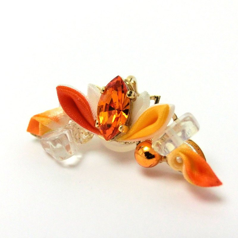 Tsumami-zaiku ear clip / Orange