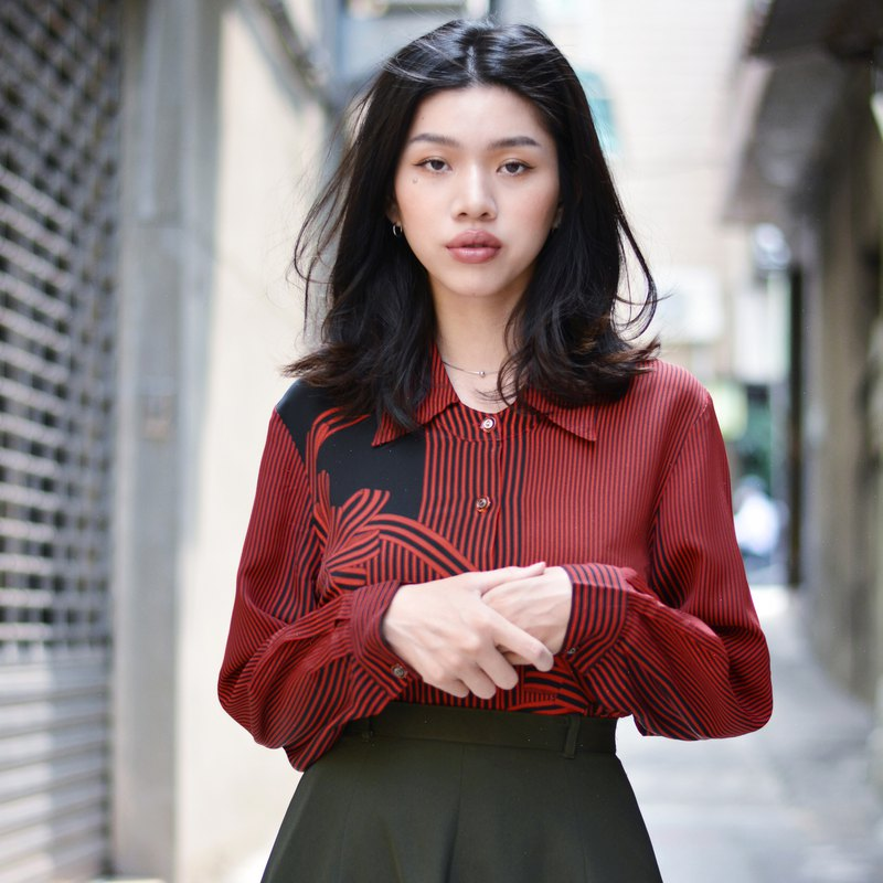 Red Ceremony | Baroque long-sleeved vintage shirt