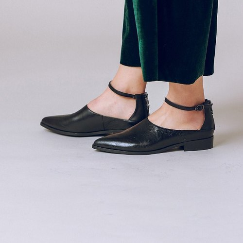 Rate digging back with a thin band around the ankle leather leather shoes black