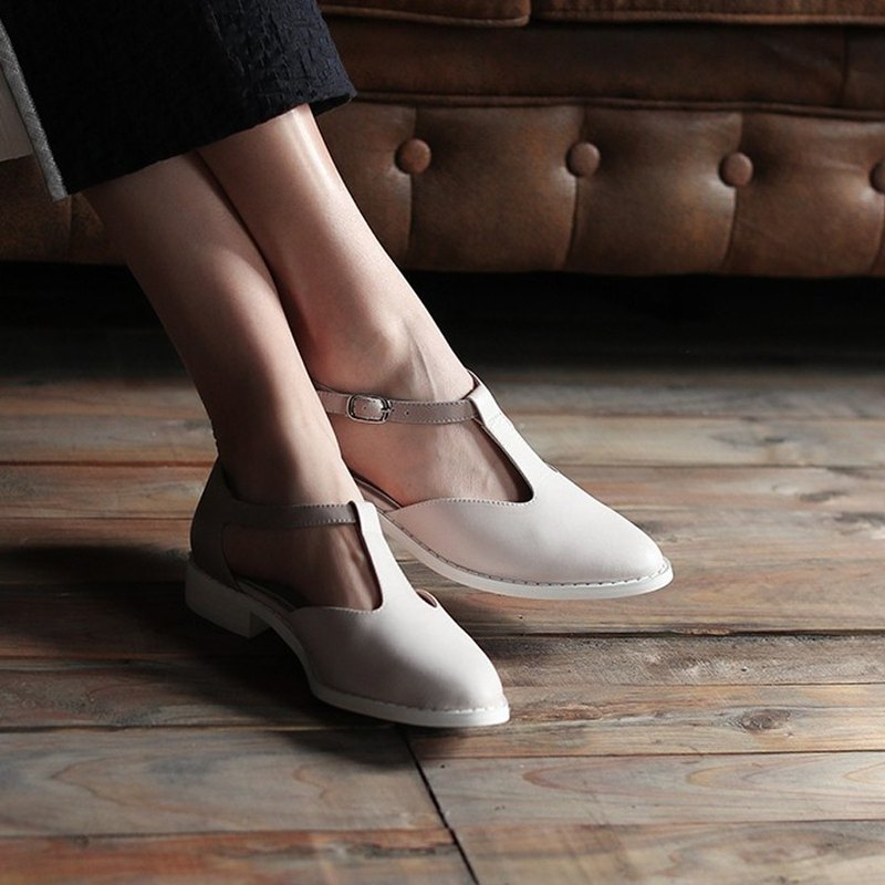 T-shaped basket empty elegant buckle flat leather shoes gray