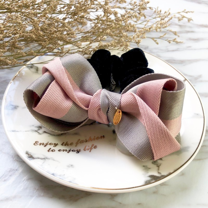 Two-color ribbon three-dimensional shape bow large intestine ring / pink + gray